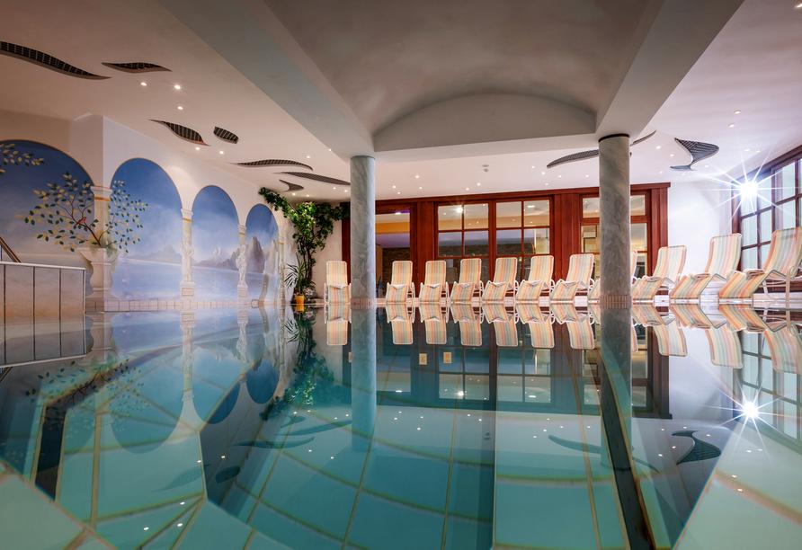 Das Hallenbad erwartet Sie im Harmony Hotel Sonnenschein.