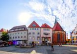 Marktplatz und Rathaus in Neumarkt in der Oberpfalz