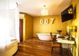 Beispiel einer Junior-Suite (hier: James Bond Junior Suite) im Landhotel Beverland
