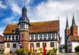 Bei einem Spaziergang durch die Altstadt kommen Sie auch am historischen Rathaus Höxters vorbei.