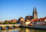 Regensburg erwartet Sit mit zahlreichen Sehenswürdigkeiten wie dem Dom St. Peter.