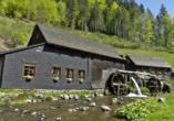 Die Hexenlochmühle ist die einizige Mühle im Schwarzwald, die mit zwei Wasserrädern betrieben wird.
