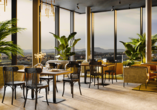 Die Panorama-Skybar des Hotels bietet einen traumhaften Ausblick auf Eislingen.