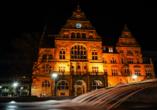Ein hübsches Fotomotiv: Das Alte Rathaus in Bielefeld am Abend.