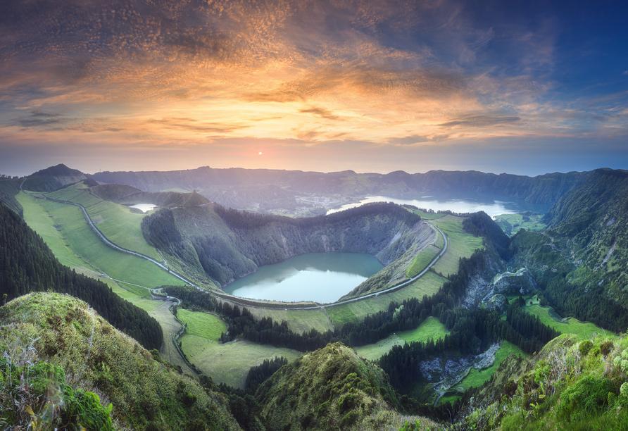 Die Naturlandschaft rund um Ponta Delgada ist äußerst beeindruckend.