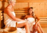 Auch die Sauna bietet wohltuende Erholung für Körper und Geist.