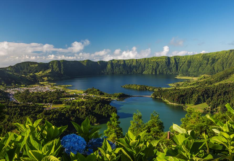 Am beeindruckenden Vulkansee Sete Cidades fühlt man sich wie im Paradies.