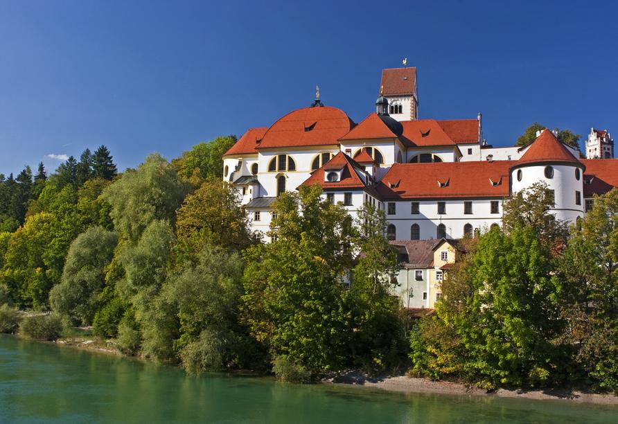 In Füssen erwarten Sie interessante Sehenswürdigkeiten wie das Hohe Schloss.