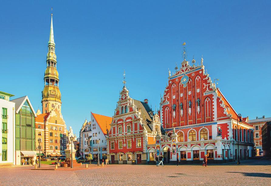 Bei Ihrem Spaziergang durch Riga sehen Sie auch den alten Marktplatz vor dem Rathaus.