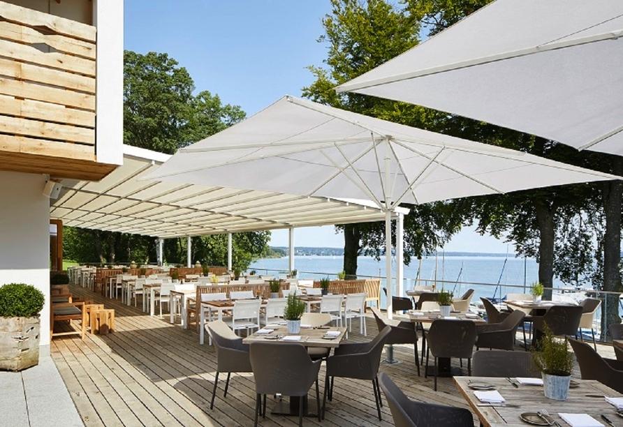 Von der Hotelterrasse aus haben Sie einen einmaligen Blick auf den Starnberger See.