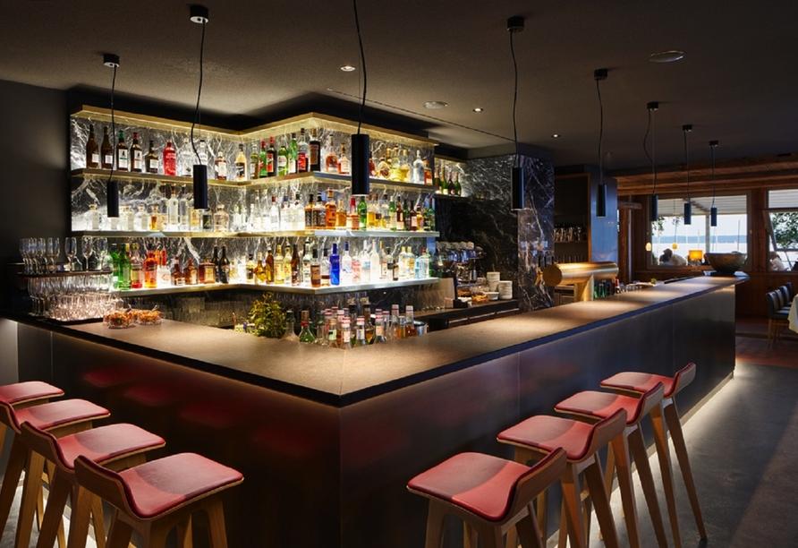 Genießen Sie leckere Getränke an der Bar.