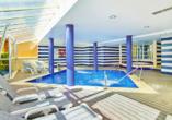 Im Innenbereich des Hotels befindet sich ein Wellnessbereich, der zum Entspannen einlädt.