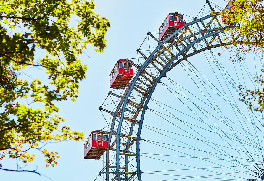 Das Riesenrad auf dem Wiener Prater ist eines der Wahzeichen der Stadt und beliebter Anlaufpunkt für Touristen.
