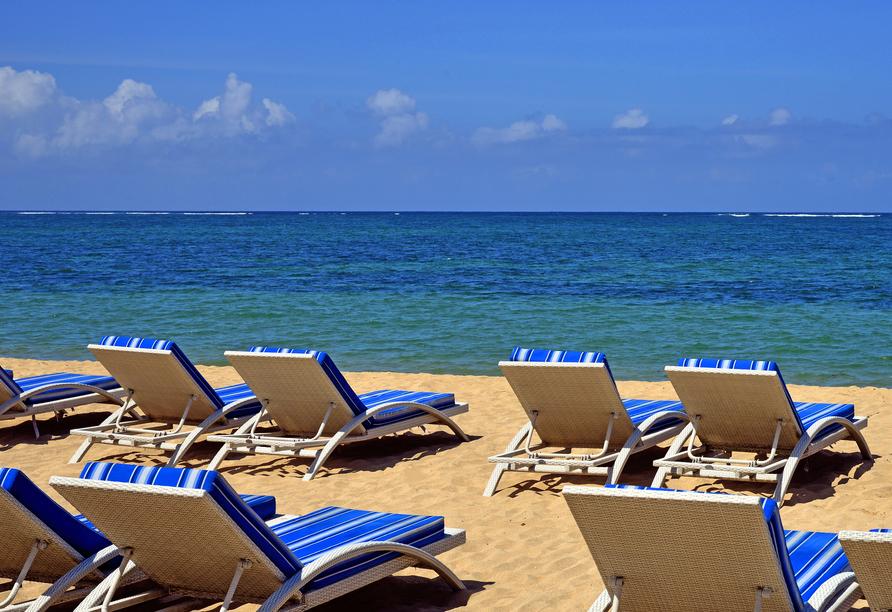 Ihr Hotel liegt gleich am wunderschönen Sandstrand von Sanur.