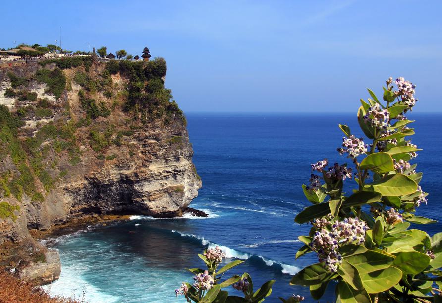 Sie besuchen den eindrucksvollen Uluwatu Meerestempel.