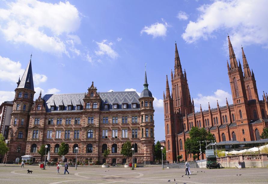 Parkhotel Rüdesheim, Marktkirche und Marktbrunnen auf Marktplatz in Wiesbaden