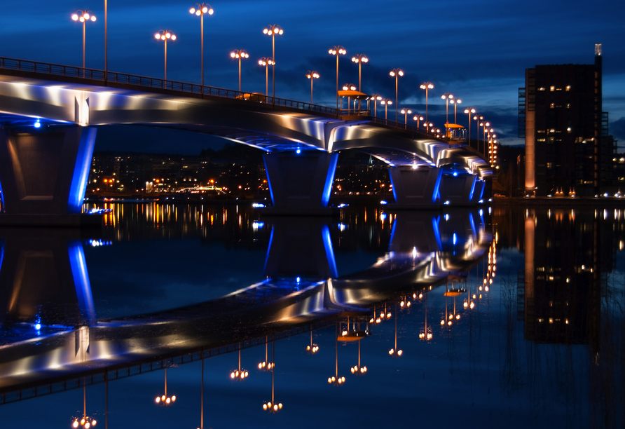 Der Päijänne-See fließt durch Jyväskylä – die Kuokkalan Brücke verbindet zwei Stadtteile miteinander.