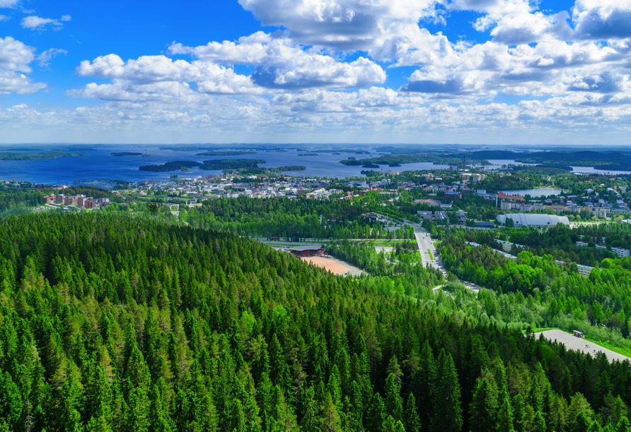 Lassen Sie sich von der Landschaft um Kuopio mit dem Kallavesi See begeistern.
