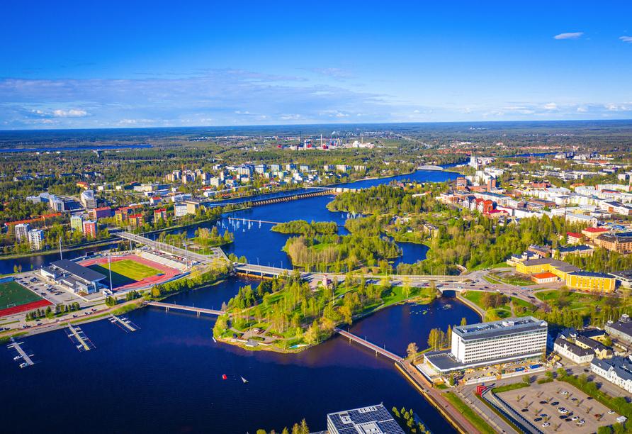 Oulu ist geprägt von einem urbanen Stadtbild.