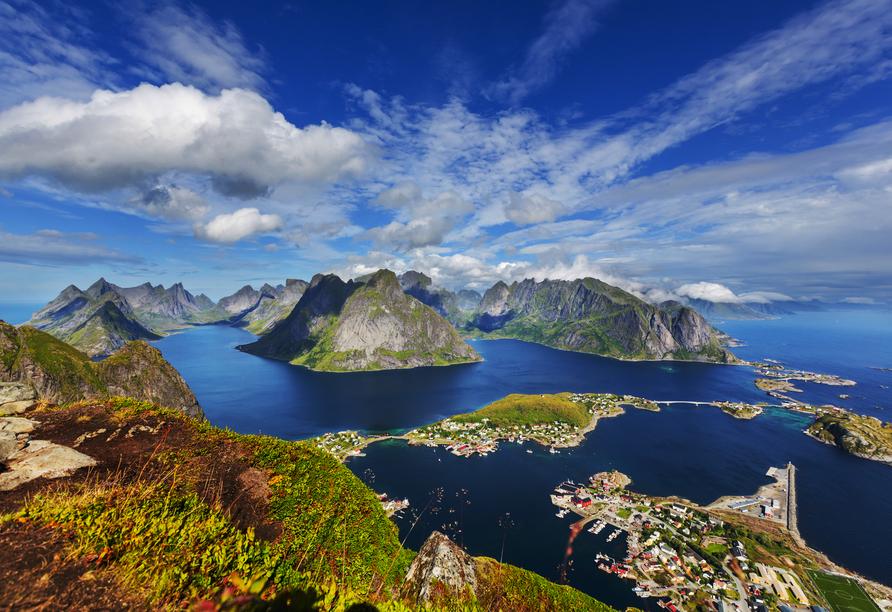 Bei einer Lofoten-Rundfahrt lernen Sie die norwegische Inselgruppe kennen.