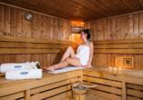 Eine Sauna steht im Wellnessbereich zur Verfügung.