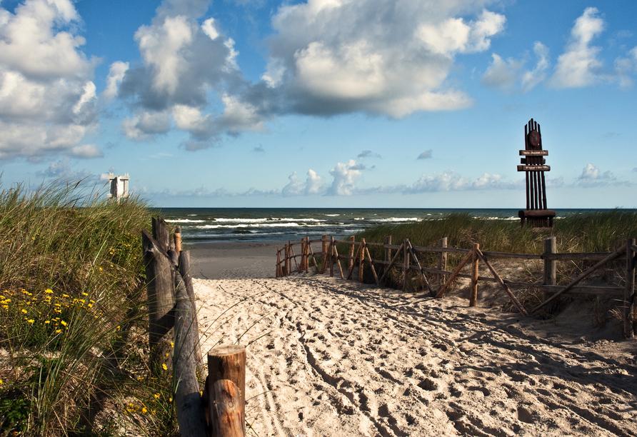 Schnuppern Sie die frische Seeluft und spüren Sie den feinen Sand unter den Füßen.