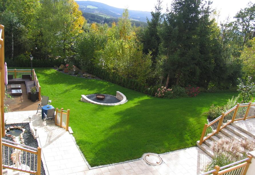Der Gartenbereich lädt zu schönen Stunden ein.