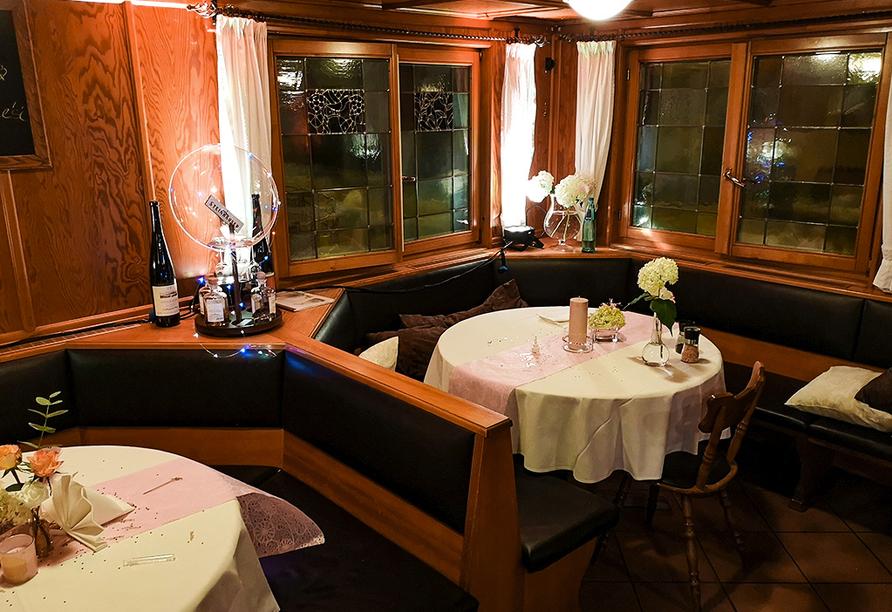 Auch am Abend können Sie im hoteleigenen Restaurant schöne Stunden verbringen.