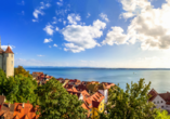 Am Bodensee gibt es zahlreiche wunderschöne Städte wie Meersburg.