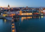 Blick auf Friedrichshafen am Abend
