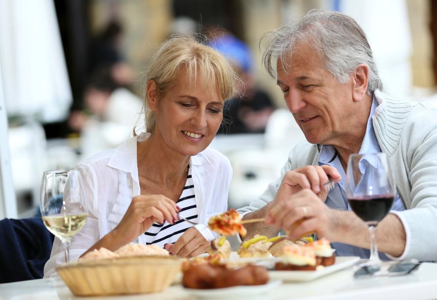Alle Dolomiti Boutique Lake Hotel, Paar beim Essen