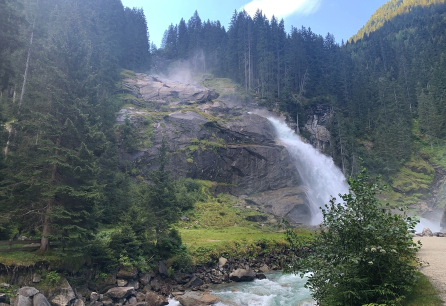 Entdecken Sie die beeindruckenden Krimmler Wasserfälle.
