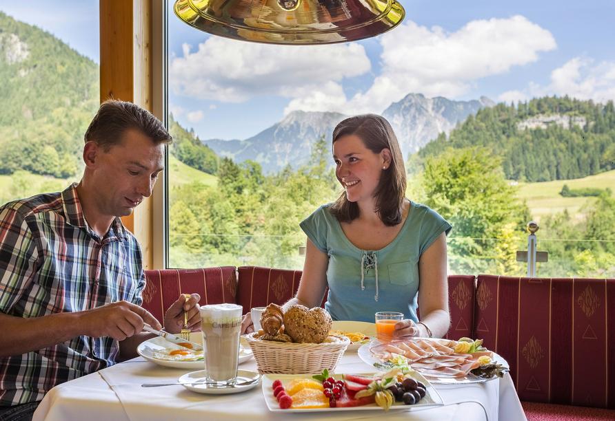 Genießen Sie die atemberaubenden Ausblicke bereits beim Frühstück.