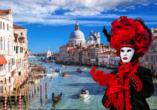 Die Tradition des venezianischen Karnevals reicht bis in das Jahr 1286 zurück.