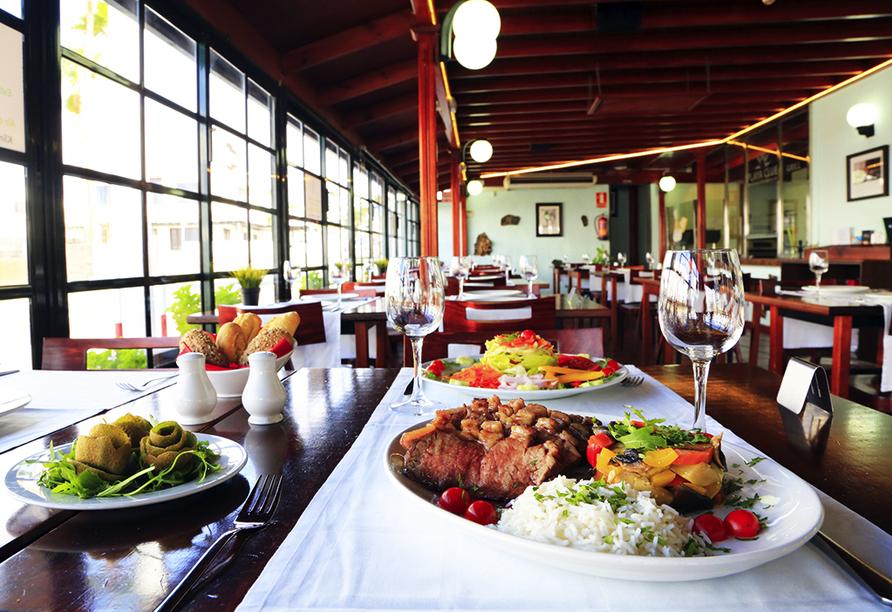 Wenn Sie Halbpension dazu buchen, genießen Sie jeden Abend ein leckeres Menü im Restaurant der LABRANDA Playa Club Apartments.