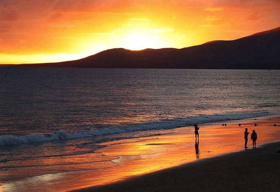 Genießen Sie die Sonnenuntergänge auf Lanzarote.