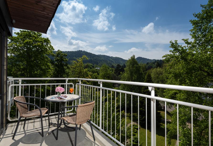 Der Balkon bietet eine schöne Aussicht.