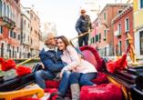 Eine Gondelfahrt gehört zum Pflichprogramm bei einem Venedig-Besuch.