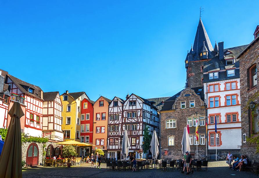 Bei einem Ausflug nach Bernkastel-Kues lädt die schöne Altstadt zum Bummeln ein.