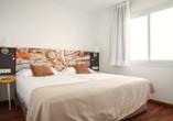Beispiel eines Schlafzimmers im Appartement im Hotel BLUESEA Lanzarote Palm