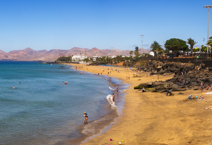 Entspannen Sie an den Stränden von Puerto del Carmen.