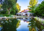 Quality Hotel am Tierpark, Terrasse und Teich