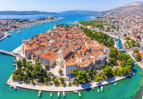 Ihr Urlaubshotel befindet sich in der Nähe von Trogir.