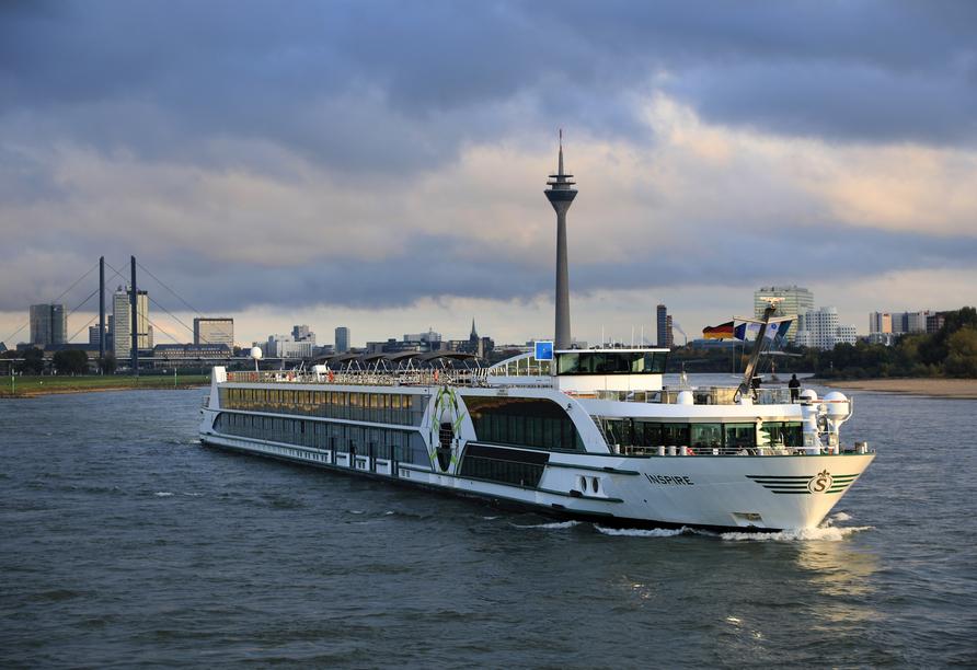 MS VIVA INSPIRE ab/an Frankfurt, Außenansicht Schiff