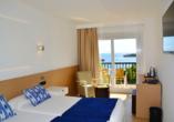 Beispiel eines Doppelzimmers mit Meerblick im Hotel THB Felip Class