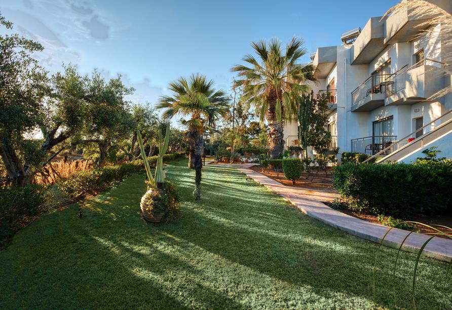 Oasis Beach Hotel in Anissaras, Außenbereich