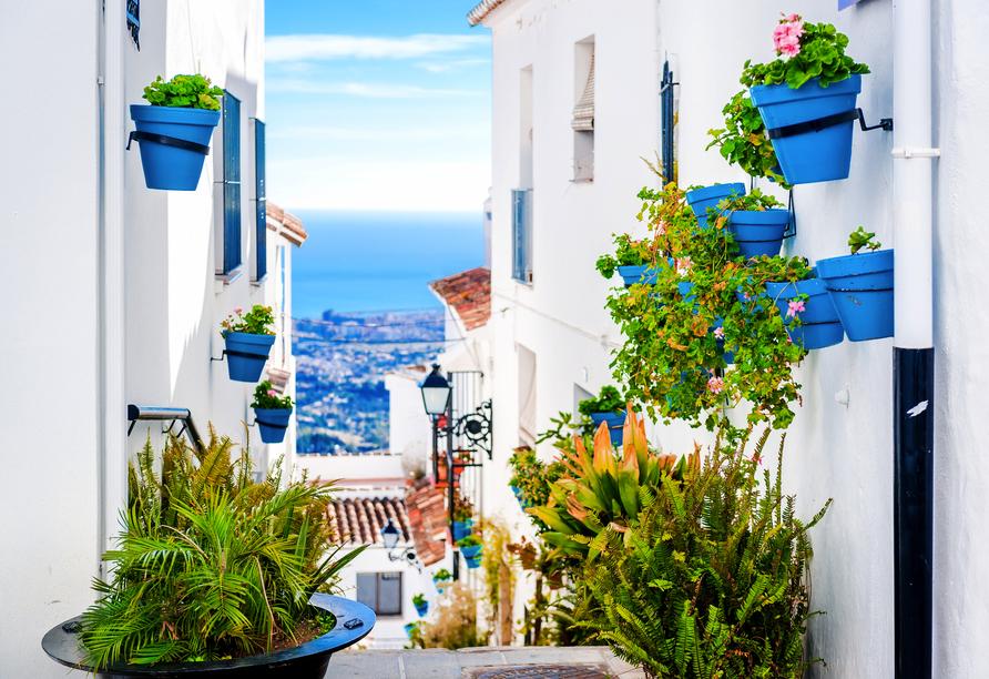 Das weiße Dorf Mijas besticht mit einer atemberaubenden Aussicht auf das Meer.