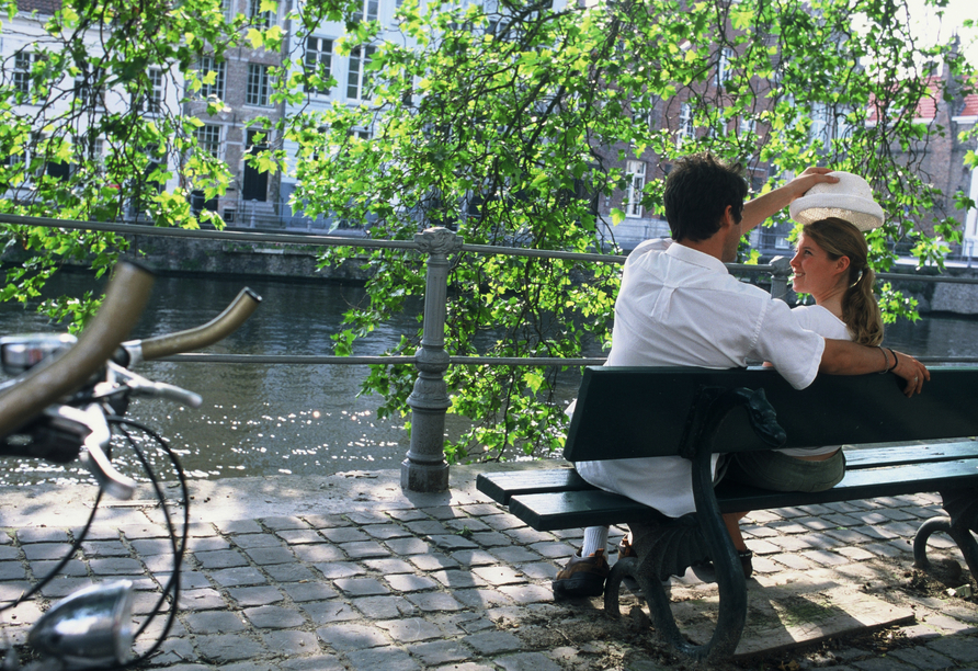 MS Rhein Prinzessin, Paar auf Bank