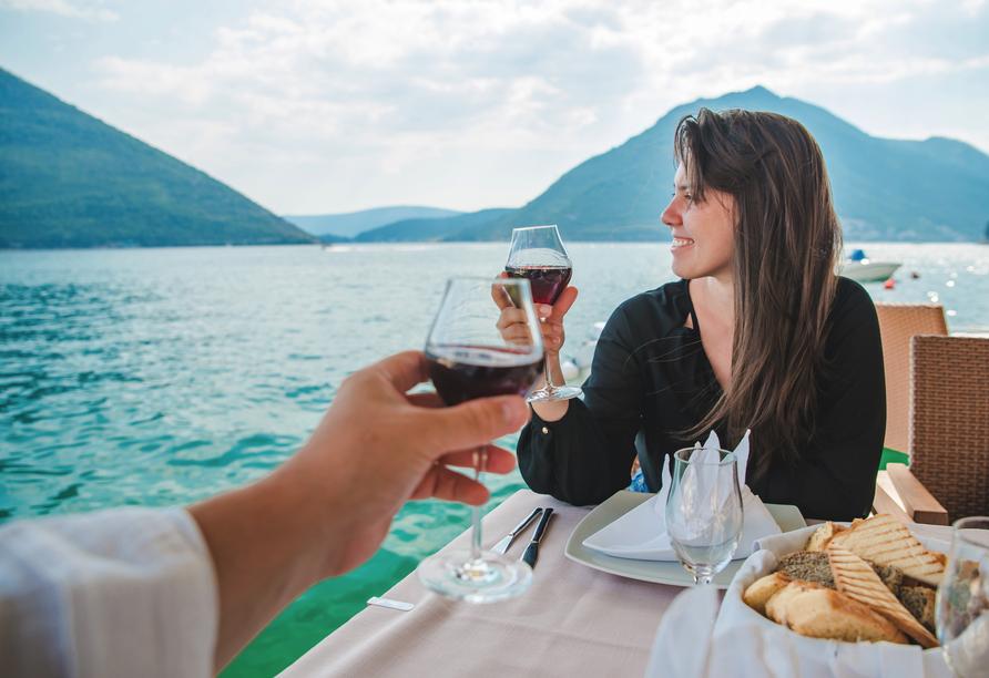 Hotel Lungomare in Marina d'Andora, Paar am Meer
