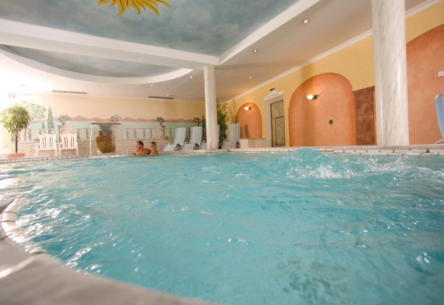 Freuen Sie sich auf das 32°C warme Thermal-Heilwasser-Bad.